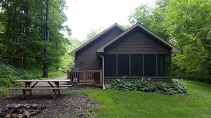 brown-cabin-exterior-porch-horns-ferry-hideaway