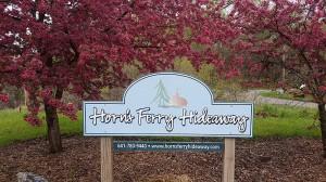 horns-ferry-hideaway-sign