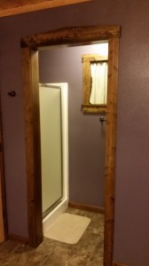 cabin-purple-bathroom-shower-horns-ferry-hideaway