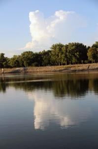 cloud-reflected-still-water-lake-red-rock-horns-ferry-hideaway