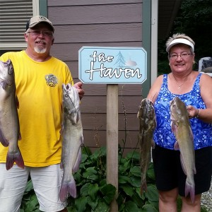 guests-catfish-catch-horns-ferry-hideaway