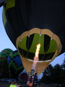 red-rock-balloon-fest-baloon-inflating-horns-ferry-hideaway